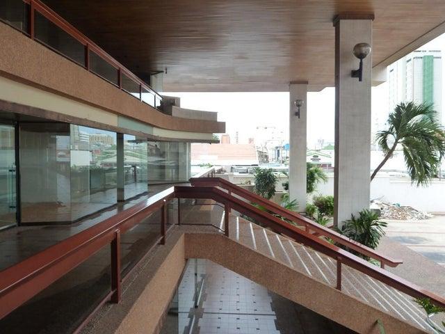 Local Comercial Zulia>Maracaibo>Tierra Negra - Alquiler:11.000.000 Bolivares - codigo: 17-8116