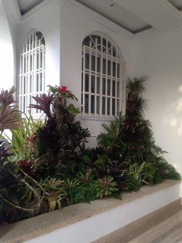 Casa Distrito Metropolitano>Caracas>La Trinidad - Alquiler:3.813.000.000 Precio Referencial - codigo: 17-8118