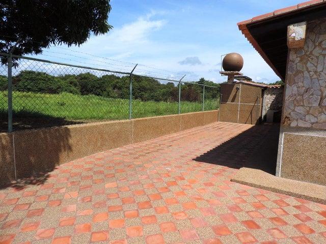 Casa Miranda>Rio Chico>Las Mercedes de Paparo - Venta:11.604.000.000 Precio Referencial - codigo: 17-8128