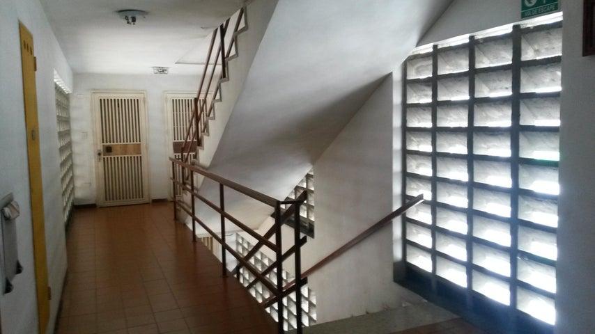 Apartamento Distrito Metropolitano>Caracas>San Martin - Venta:50.000 Precio Referencial - codigo: 17-8169