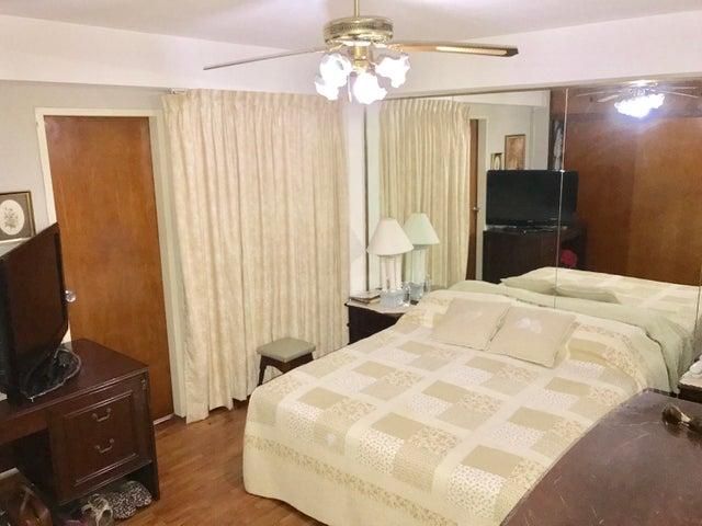 Apartamento Distrito Metropolitano>Caracas>La Campiña - Venta:80.000 US Dollar - codigo: 17-8208