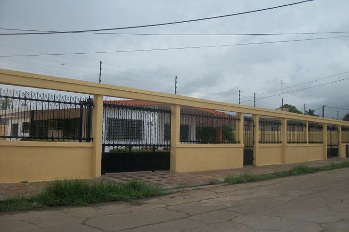 Casa Zulia>Ciudad Ojeda>Tamare - Alquiler:30.000.000 Bolivares - codigo: 17-8272