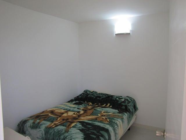 Apartamento Vargas>Catia La Mar>Playa Grande - Venta:9.540.000 Precio Referencial - codigo: 17-8332