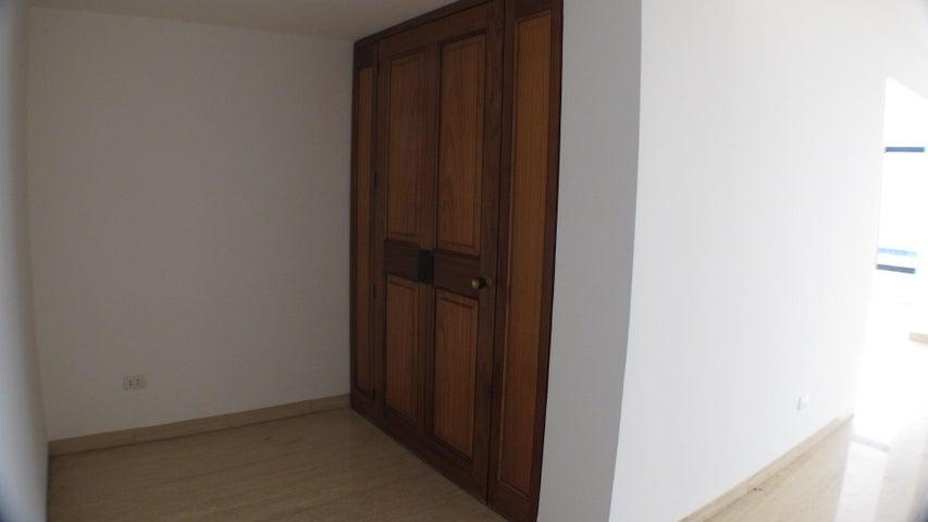 Apartamento Distrito Metropolitano>Caracas>Lomas de San Roman - Venta:600.000 Precio Referencial - codigo: 17-8413