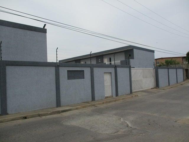 Townhouse Nueva Esparta>Margarita>Maneiro - Venta:55.000 Precio Referencial - codigo: 17-8448