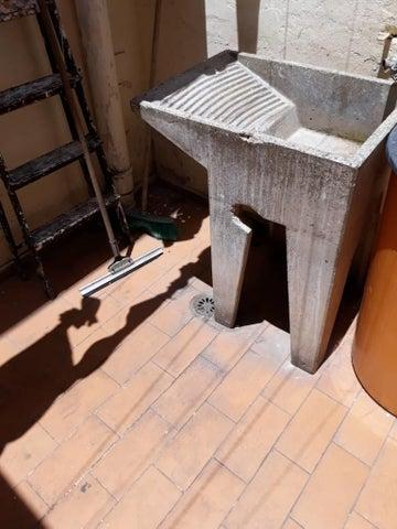 Casa Vargas>Parroquia Caraballeda>Palmar Este - Venta:100.000 Precio Referencial - codigo: 17-8447