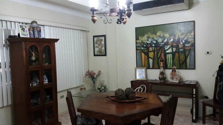 Casa Falcon>Coro>Parcelamiento Santa Ana - Venta:8.518.000.000 Bolivares - codigo: 17-8707