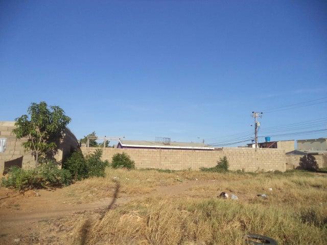 Terreno Falcon>Coro>Barrio San Jose - Venta:120.000.000 Bolivares - codigo: 17-8648