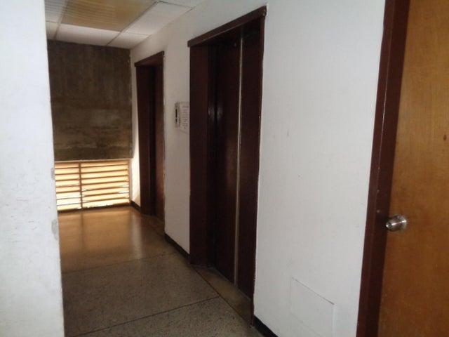 Oficina Lara>Barquisimeto>Centro - Venta:42.733.000.000 Precio Referencial - codigo: 17-9115