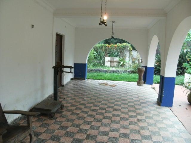 Casa Vargas>El Junquito-Vargas>El Junko Country Club - Venta:1.400.000 US Dollar - codigo: 17-9492