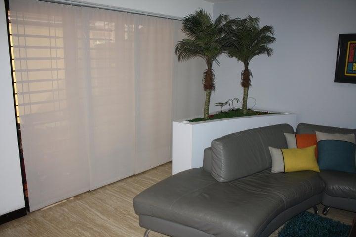 Apartamento Distrito Metropolitano>Caracas>Guaicay - Venta:310.000 US Dollar - codigo: 17-9734