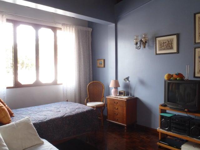 Casa Distrito Metropolitano>Caracas>Colinas de Santa Monica - Venta:400.000 Precio Referencial - codigo: 17-9957