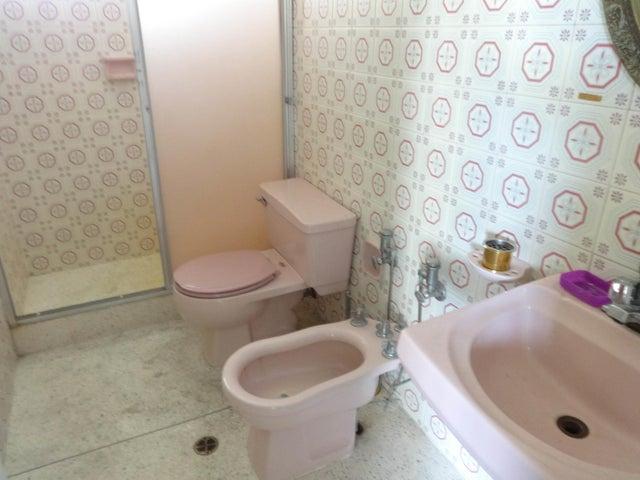 Apartamento Distrito Metropolitano>Caracas>Santa Eduvigis - Venta:22.559.000.000 Bolivares Fuertes - codigo: 17-10248