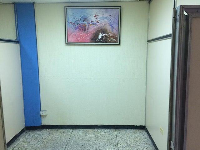 Oficina Zulia>Maracaibo>Avenida El Milagro - Venta:1.765.000.000 Bolivares - codigo: 17-10252
