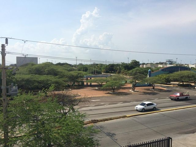 Oficina Zulia>Maracaibo>Avenida El Milagro - Venta:1.760.000.000 Bolivares - codigo: 17-10252