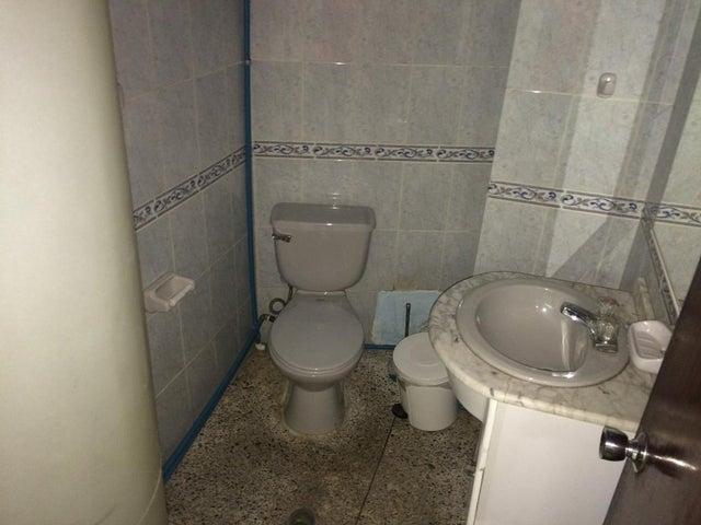 Oficina Zulia>Maracaibo>Avenida El Milagro - Venta:3.553.000.000 Bolivares - codigo: 17-10254