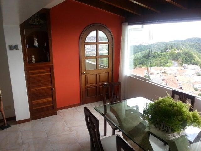 Casa Distrito Metropolitano>Caracas>Alto Prado - Venta:110.896.000.000 Bolivares - codigo: 17-10281