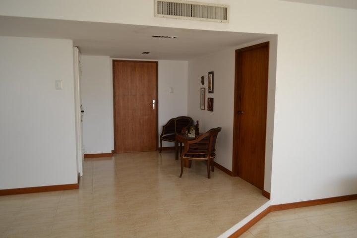 Apartamento Zulia>Maracaibo>Colonia Bella Vista - Venta:1.190.092.000.000 Precio Referencial - codigo: 17-10423