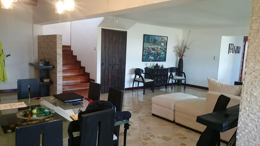 Casa Distrito Metropolitano>Caracas>Colinas de Santa Monica - Venta:550.000 Precio Referencial - codigo: 17-10441