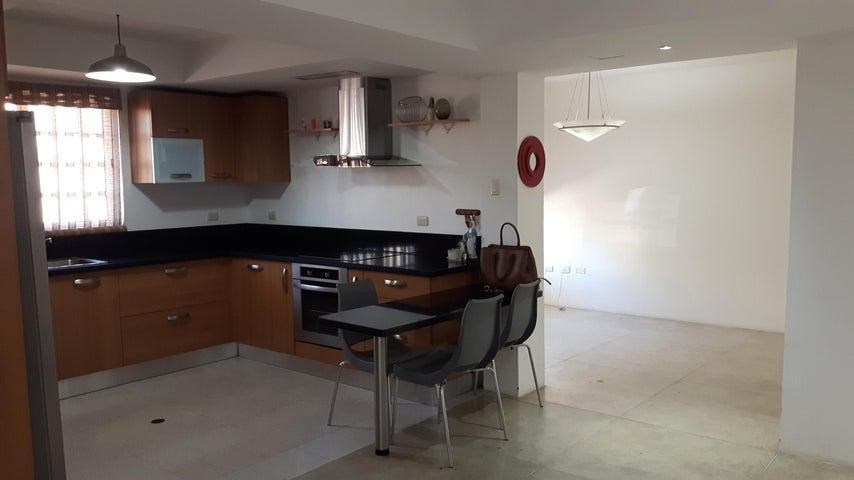 Townhouse Zulia>Maracaibo>Avenida Milagro Norte - Venta:45.000 US Dollar - codigo: 17-10731