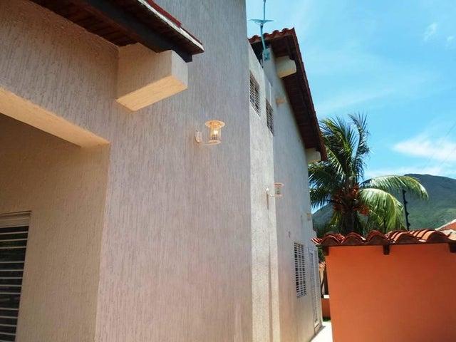 Townhouse Nueva Esparta>Margarita>La Asuncion - Venta:228.157.000 US Dollar - codigo: 17-11000