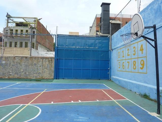Galpon - Deposito Distrito Metropolitano>Caracas>Montecristo - Alquiler:7.000.000 Bolivares Fuertes - codigo: 17-11184