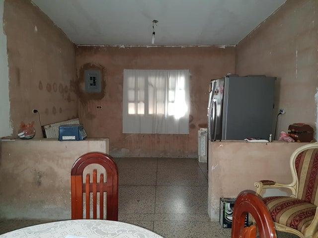 Casa Zulia>Cabimas>Santa Clara - Venta:13.500 Precio Referencial - codigo: 17-11444