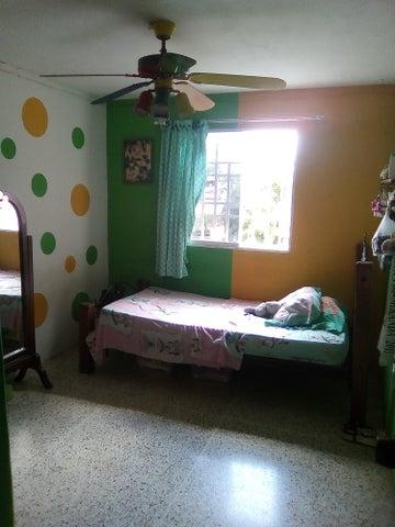 Casa Miranda>Guatire>Country Club Buena Ventura - Venta:35.000 US Dollar - codigo: 17-11802