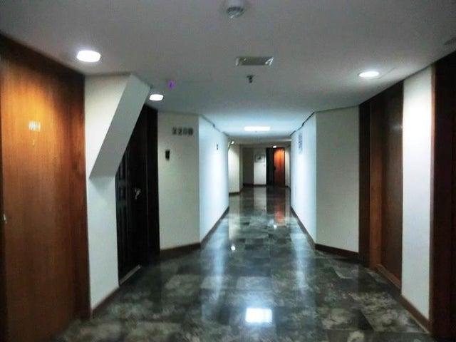 Local Comercial Distrito Metropolitano>Caracas>Chuao - Venta:149.997.000.000 Bolivares - codigo: 17-11879