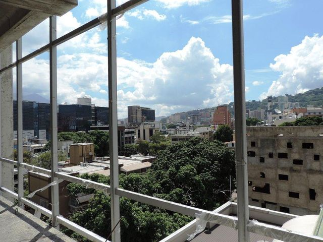 Oficina Distrito Metropolitano>Caracas>Las Mercedes - Venta:37.176.000.000 Bolivares - codigo: 17-11877