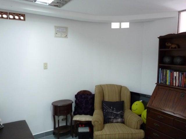Apartamento Distrito Metropolitano>Caracas>Los Chaguaramos - Venta:163.733.000.000 Precio Referencial - codigo: 17-11902