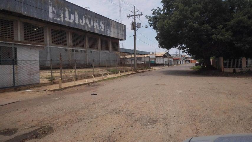 Galpon - Deposito Zulia>Maracaibo>Zona Industrial Sur - Venta:350.000 US Dollar - codigo: 17-11938