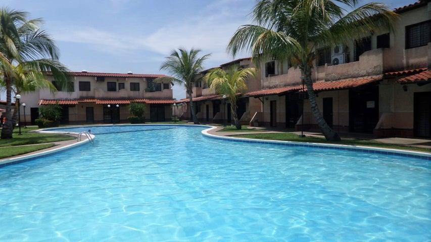 Townhouse Miranda>Higuerote>Higuerote - Venta:22.000 Precio Referencial - codigo: 17-12142