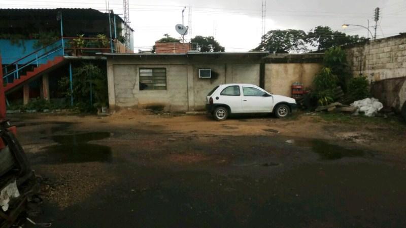Local Comercial Aragua>Maracay>Campo Alegre - Venta:90.000 Precio Referencial - codigo: 17-12096
