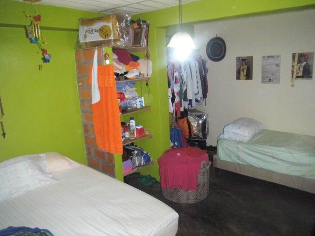 Casa Carabobo>Valencia>Carabobo - Venta:4.500 US Dollar - codigo: 17-12296