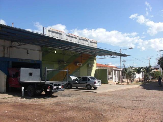 Local Comercial Falcon>Coro>Av Ramon Antonio Medina - Venta:15.000 US Dollar - codigo: 17-12420