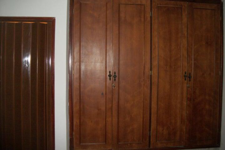 Townhouse Zulia>Ciudad Ojeda>Tamare - Venta:10.151.000.000 Bolivares - codigo: 17-12885