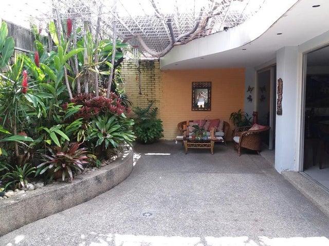 Casa Distrito Metropolitano>Caracas>La California Norte - Venta:22.609.000.000 Bolivares - codigo: 17-13350