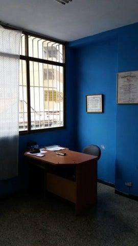 Local Comercial Distrito Metropolitano>Caracas>Plaza Venezuela - Venta:100.000 Precio Referencial - codigo: 17-13324