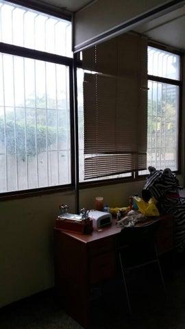 Local Comercial Distrito Metropolitano>Caracas>Plaza Venezuela - Venta:70.000 Precio Referencial - codigo: 17-13324