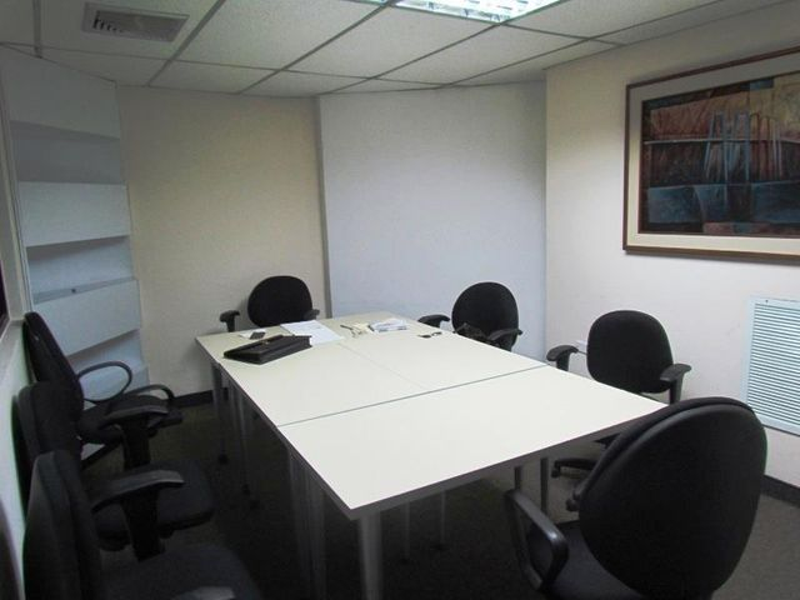 Oficina Zulia>Maracaibo>5 de Julio - Alquiler:68.000.000 Bolivares - codigo: 17-13272