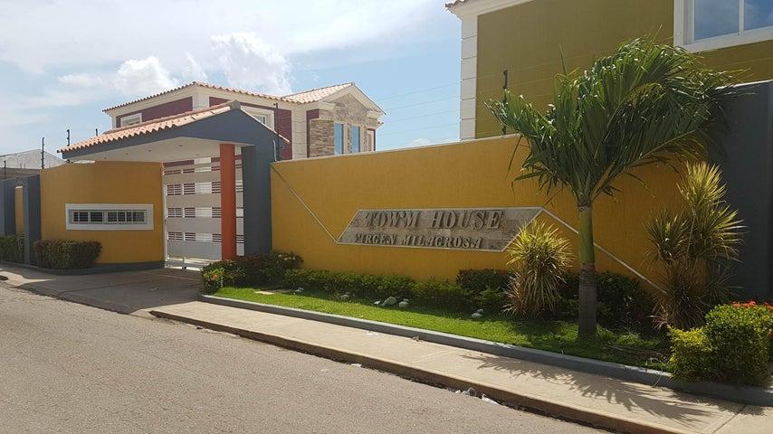 Townhouse Falcon>Coro>Av Romulo Gallegos - Venta:28.361.000.000 Precio Referencial - codigo: 17-13318