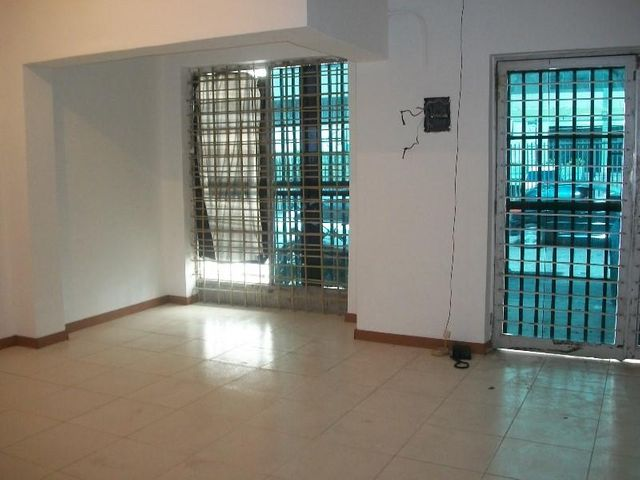 Local Comercial Distrito Metropolitano>Caracas>Los Dos Caminos - Alquiler:650 US Dollar - codigo: 17-13327