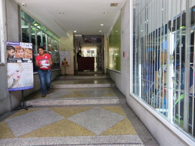 Local Comercial Distrito Metropolitano>Caracas>Sabana Grande - Venta:40.000 US Dollar - codigo: 17-13345