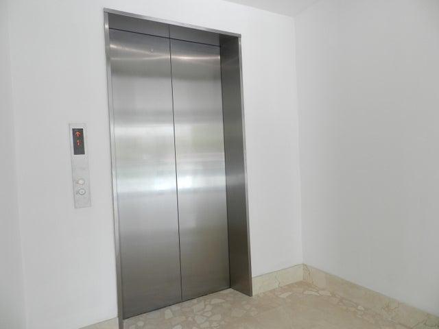 Apartamento Distrito Metropolitano>Caracas>Altamira - Venta:430.000 Precio Referencial - codigo: 17-13357