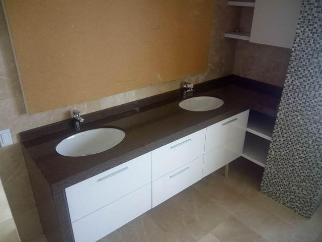 Apartamento Vargas>Parroquia Caraballeda>La Llanada - Venta:140.467.000.000 Precio Referencial - codigo: 15-14350