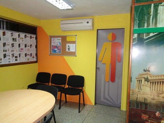 Local Comercial Lara>Barquisimeto>Centro - Venta:2.302.000.000 Bolivares - codigo: 17-13526