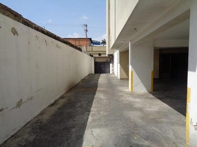 Local Comercial Lara>Barquisimeto>Centro - Venta:34.186.000.000 Precio Referencial - codigo: 17-13526
