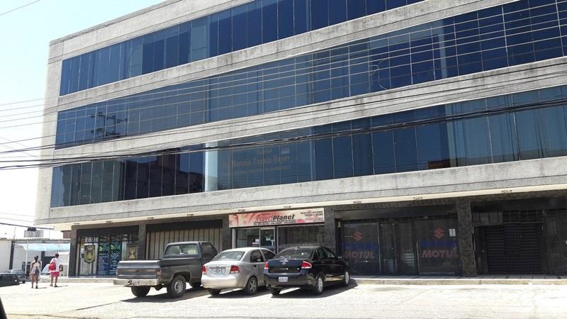 Local Comercial Nueva Esparta>Margarita>Porlamar - Venta:30.000 Precio Referencial - codigo: 17-7774