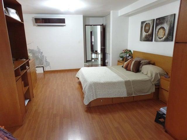 Casa Distrito Metropolitano>Caracas>El Cafetal - Venta:280.000 Precio Referencial - codigo: 17-13678